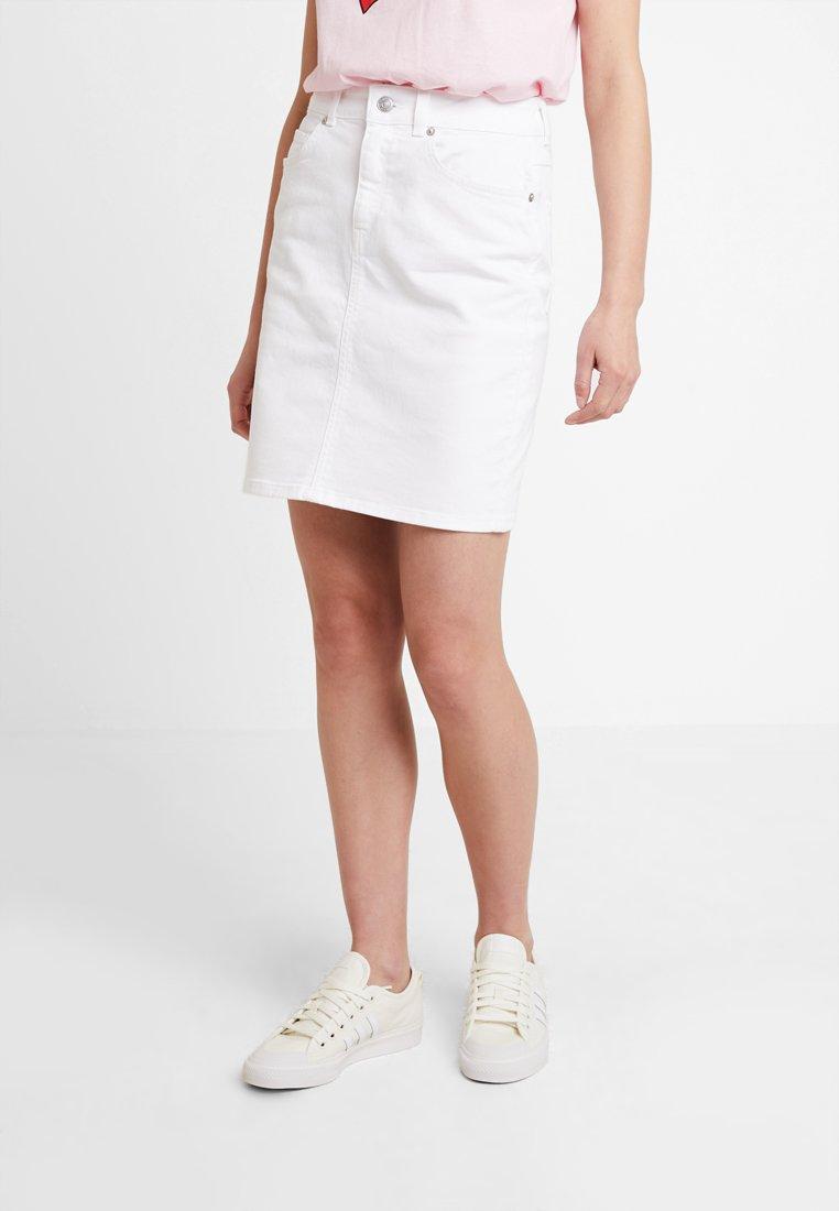 Selected Femme - SLFKENNA SKIRT - Denim skirt - white denim