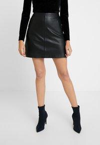 Selected Femme - SLFNINI SKIRT - Falda de cuero - black - 0