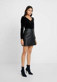 Selected Femme - SLFNINI SKIRT - Falda de cuero - black - 1