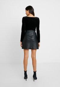 Selected Femme - SLFNINI SKIRT - Falda de cuero - black - 2