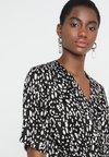 Selected Femme - SLFLEOLA WRAP DRESS - Freizeitkleid - black/sand dollar