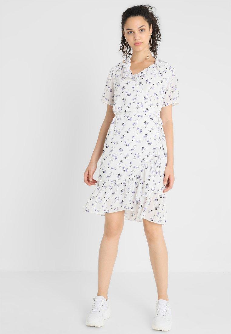 Selected Femme - SLFLARA WRAP DRESS - Hverdagskjoler - snow white