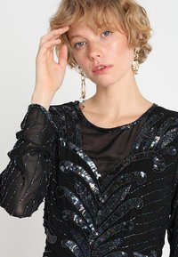 Selected Femme - SLFJUNA BEADED SHORT DRESS - Vestito elegante - black - 3