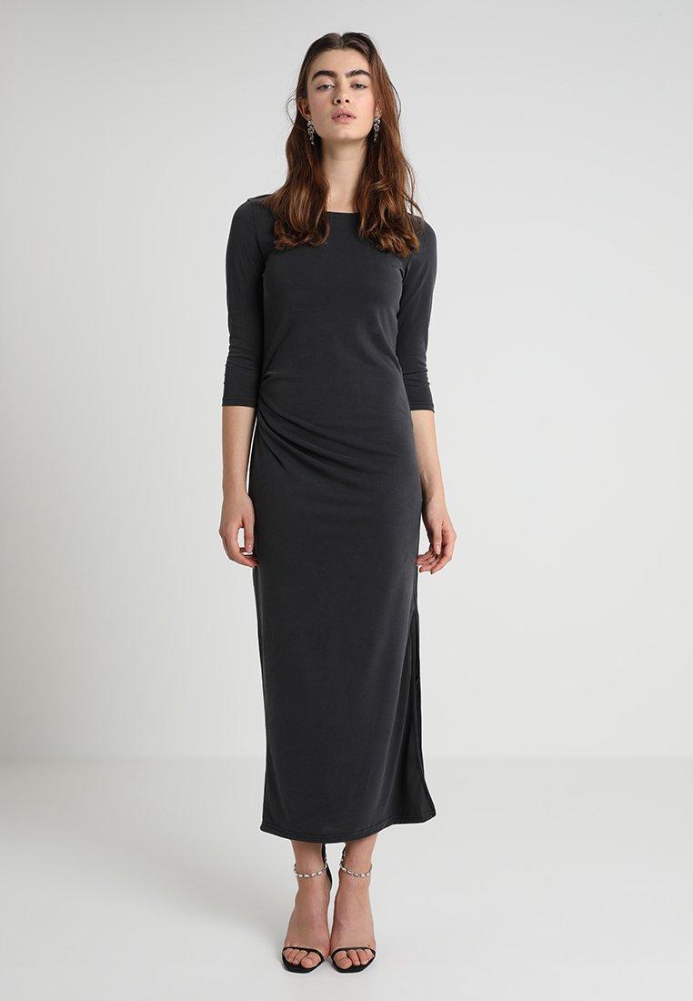 Selected Femme - SLFHELEN PLEAT DRESS - Maxikleid - black