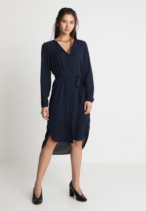 SLFDYNELLA DRESS NOOS - Košilové šaty - dark sapphire