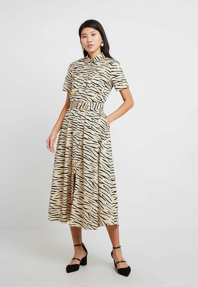 Selected Femme - SLFDINA CALF DRESS - Abito a camicia - pale khaki/dark sapphire