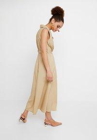 Selected Femme - SLFFLEA DRESS EX - Maxikleid - pale khaki - 3