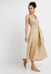 Selected Femme - SLFFLEA DRESS EX - Maxikleid - pale khaki - 2