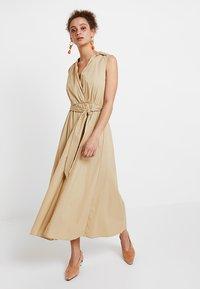 Selected Femme - SLFFLEA DRESS EX - Maxikleid - pale khaki - 0