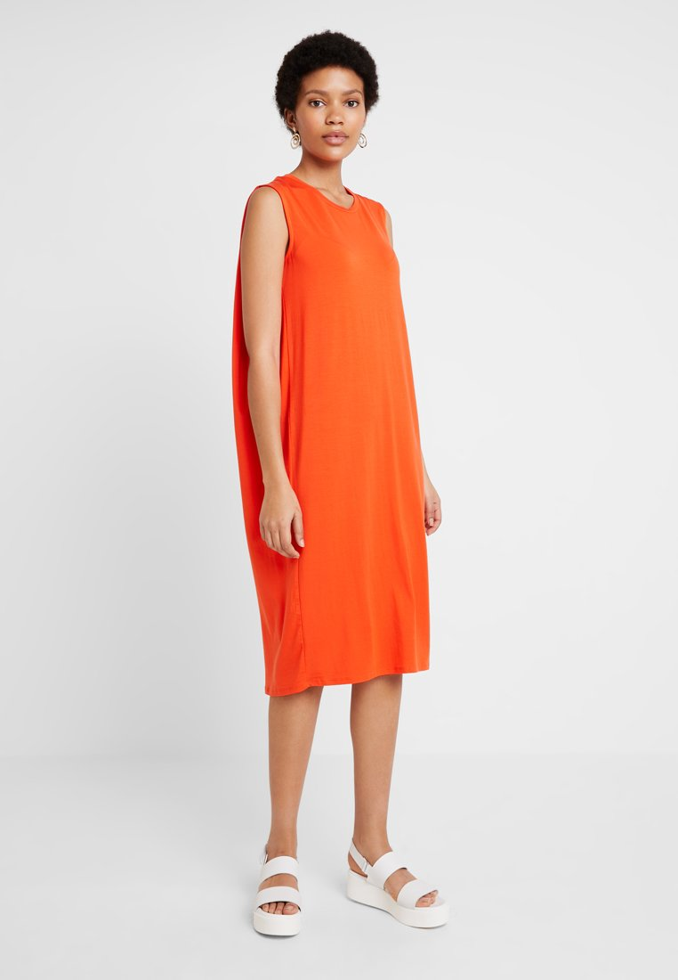 Selected Femme - SLFASHA  - Sukienka z dżerseju - cherry tomato