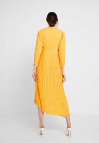 Selected Femme - SLFMELLY ANKLE DRESS - Robe longue - radiant yellow - 2