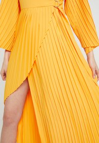 Selected Femme - SLFMELLY ANKLE DRESS - Robe longue - radiant yellow - 5
