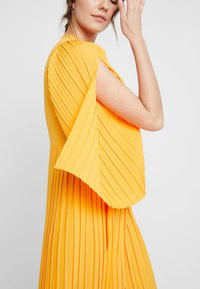 Selected Femme - SLFMELLY ANKLE DRESS - Robe longue - radiant yellow - 3