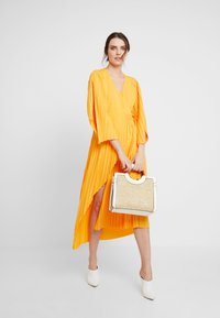 Selected Femme - SLFMELLY ANKLE DRESS - Robe longue - radiant yellow - 1