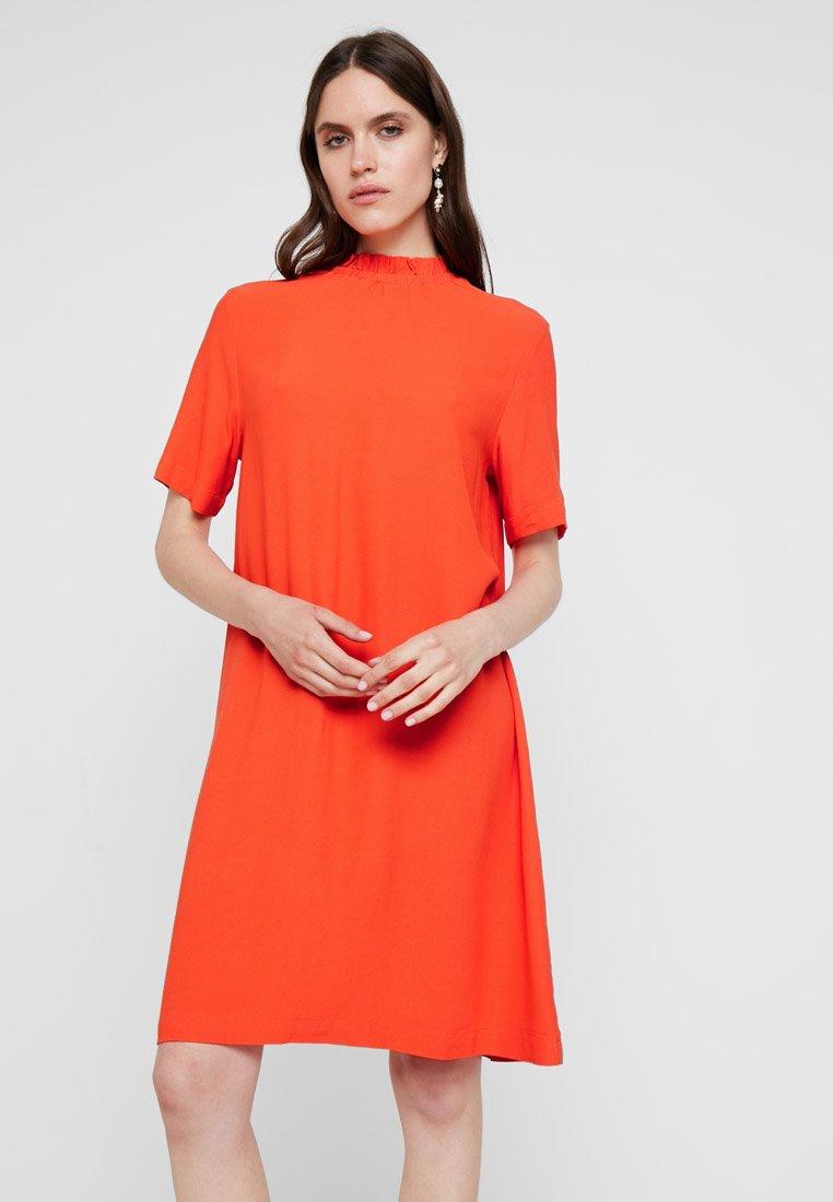 Selected Femme - SLFRINNA GRACY SHORT DRESS - Day dress - cherry tomato