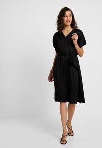 Selected Femme - SLFQUINCY VIENNA MIDI DRESS - Korte jurk - black - 1