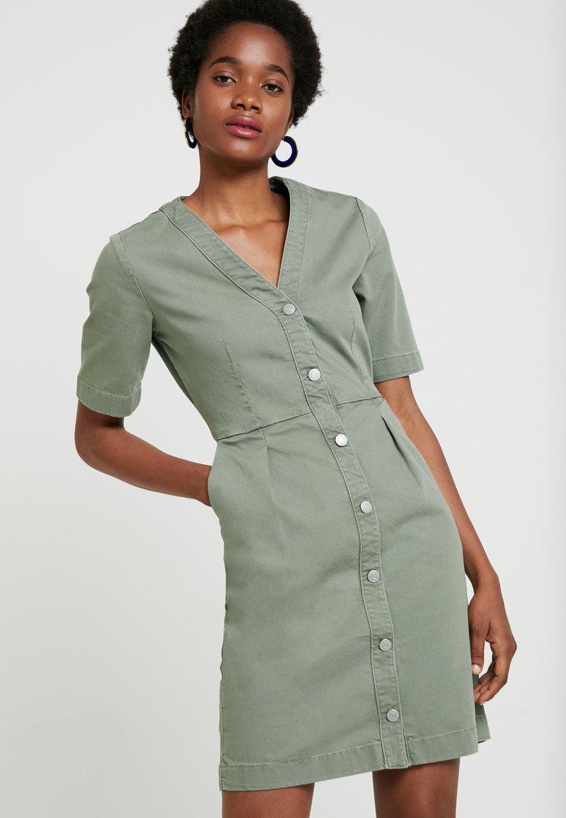 Selected Femme - SLFLISE DRESS - Skjortekjole - deep lichen green