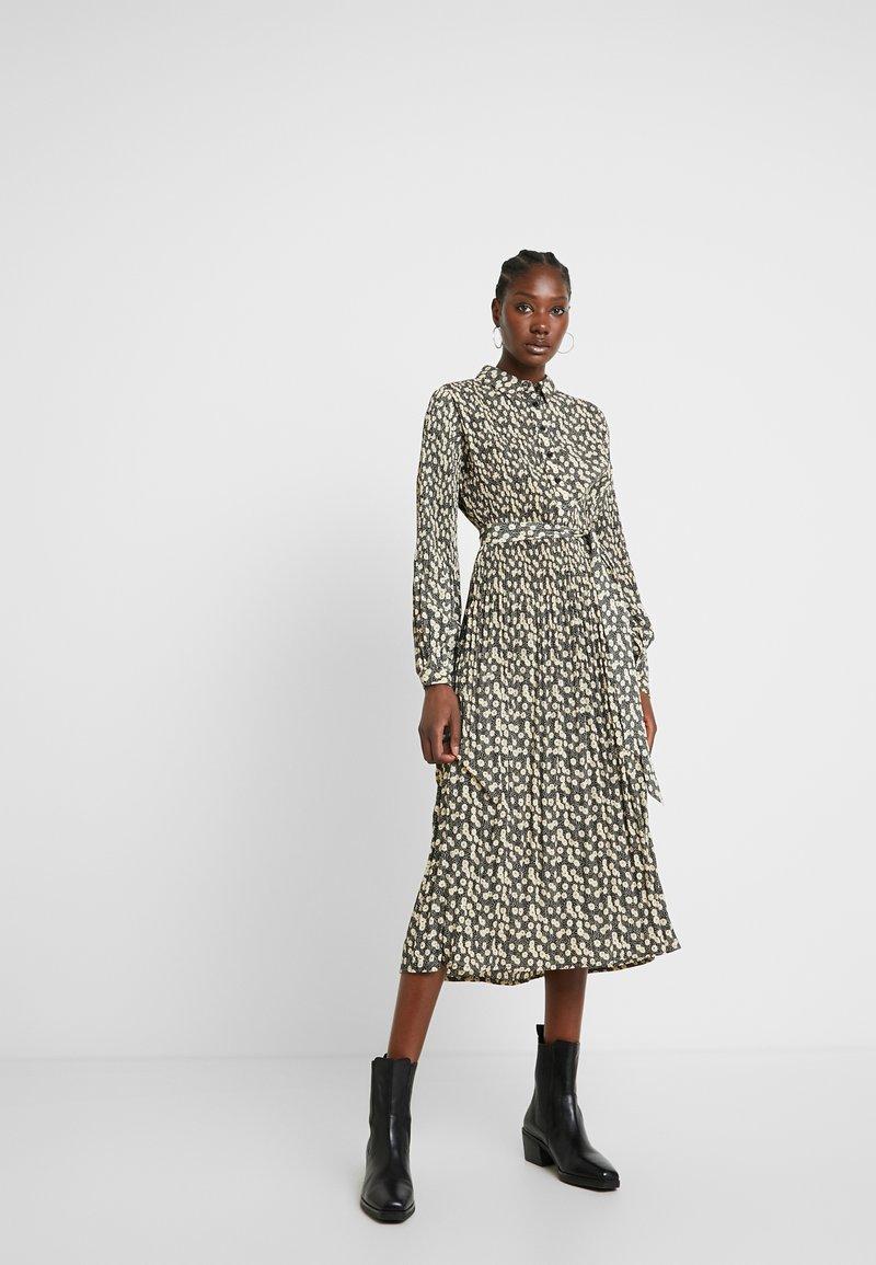 Selected Femme - SLFDITTE MIDI DRESS - Abito a camicia - black