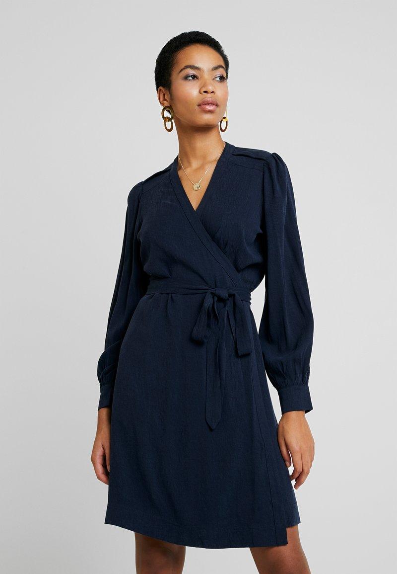 Selected Femme - SLFMILJA ALVA WRAP DRESS - Vestito estivo - dark sapphire