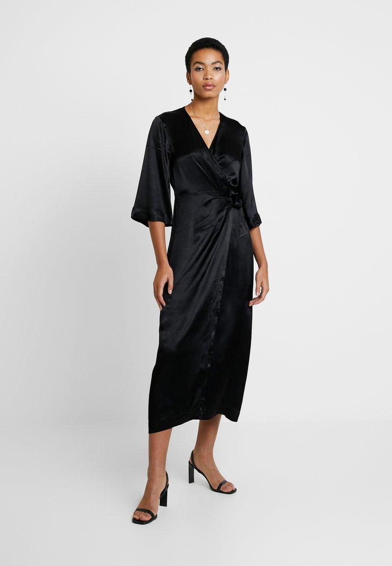 Selected Femme - SLFDAKOTA ANKLE WRAP DRESS CAMP - Korte jurk - black