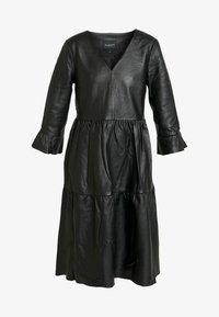 Selected Femme - SLFLISSA V-NECK MIDI DRESS - Vapaa-ajan mekko - black - 3