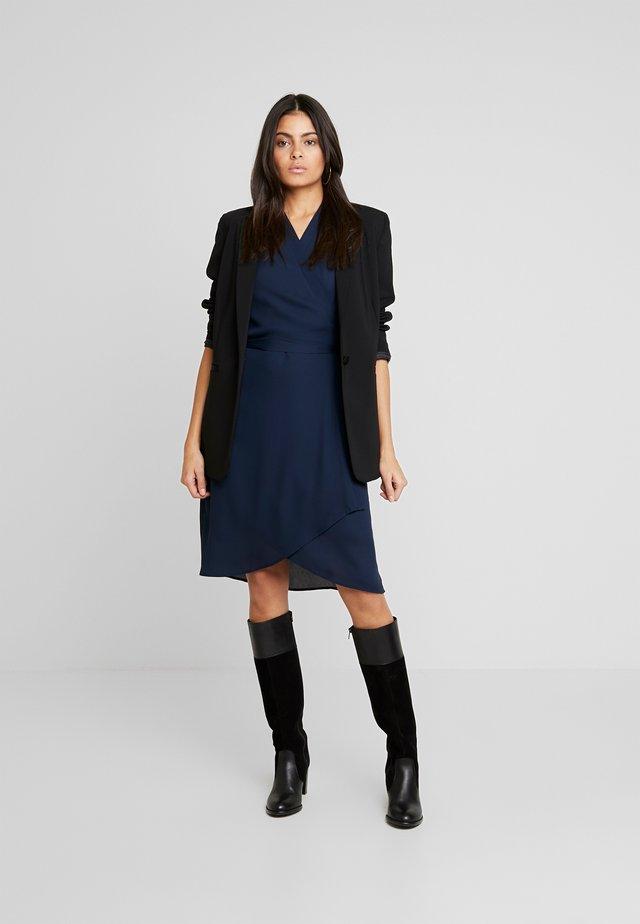 SLFALVA WRAP DRESS - Sukienka letnia - dark sapphire