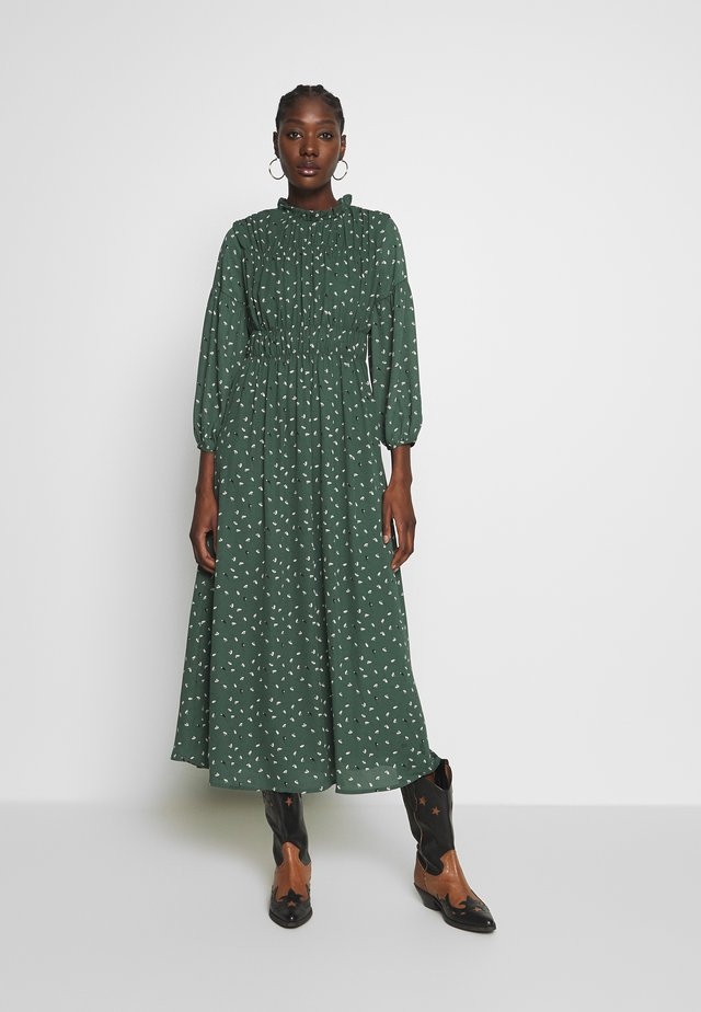 SLFSPILLA DRESS  - Vapaa-ajan mekko - jungle green