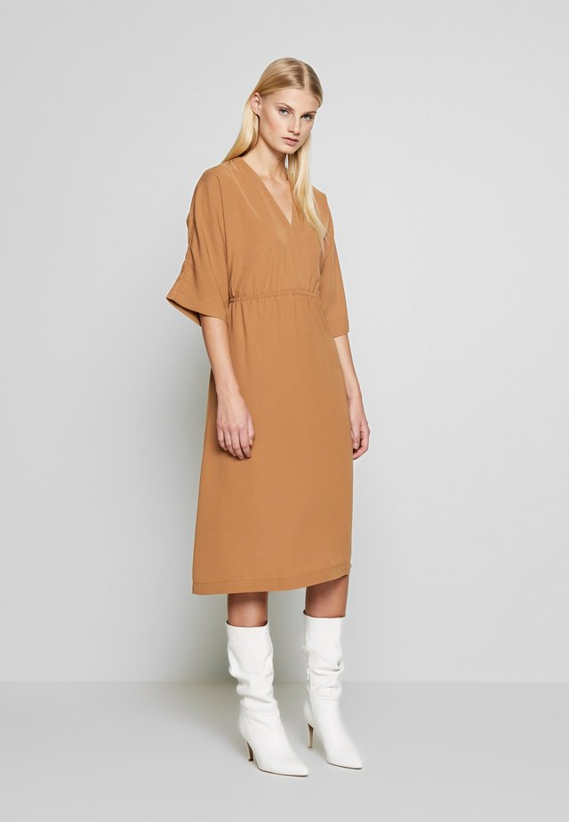 SLFJILL MIDI DRESS - Sukienka letnia - tobacco brown