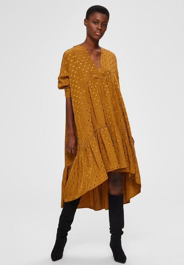 Vestido informal - bronze brown