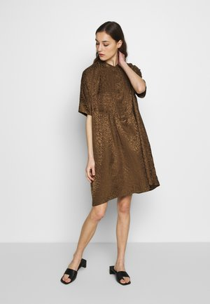 SLFMETTE VIOLA OVERSIZE DRESS - Denní šaty - olive night