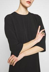 Selected Femme - SLFJADE ORIANA MIDI DRESS - Kjole - black - 4