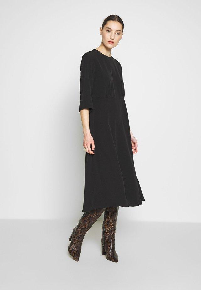 SLFJADE ORIANA MIDI DRESS - Vapaa-ajan mekko - black