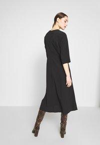 Selected Femme - SLFJADE ORIANA MIDI DRESS - Kjole - black - 2