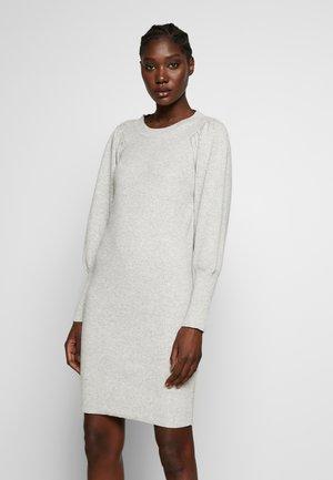 SLFTINE DRESS - Sukienka dzianinowa - light grey