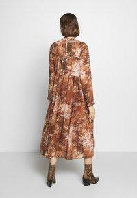 Selected Femme - SLFFOREST SPILLE DRESS - Robe d'été - thrush - 2