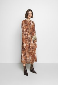 Selected Femme - SLFFOREST SPILLE DRESS - Robe d'été - thrush - 1