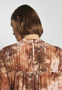 Selected Femme - SLFFOREST SPILLE DRESS - Robe d'été - thrush - 4