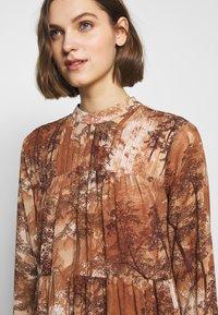 Selected Femme - SLFFOREST SPILLE DRESS - Robe d'été - thrush - 6