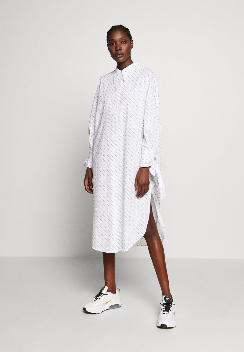 Selected Femme - SLFAMARIS LONG SHIRT DRESS - Shirt dress - snow white/black