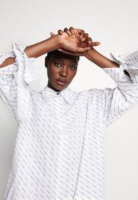 Selected Femme - SLFAMARIS LONG SHIRT DRESS - Shirt dress - snow white/black - 4