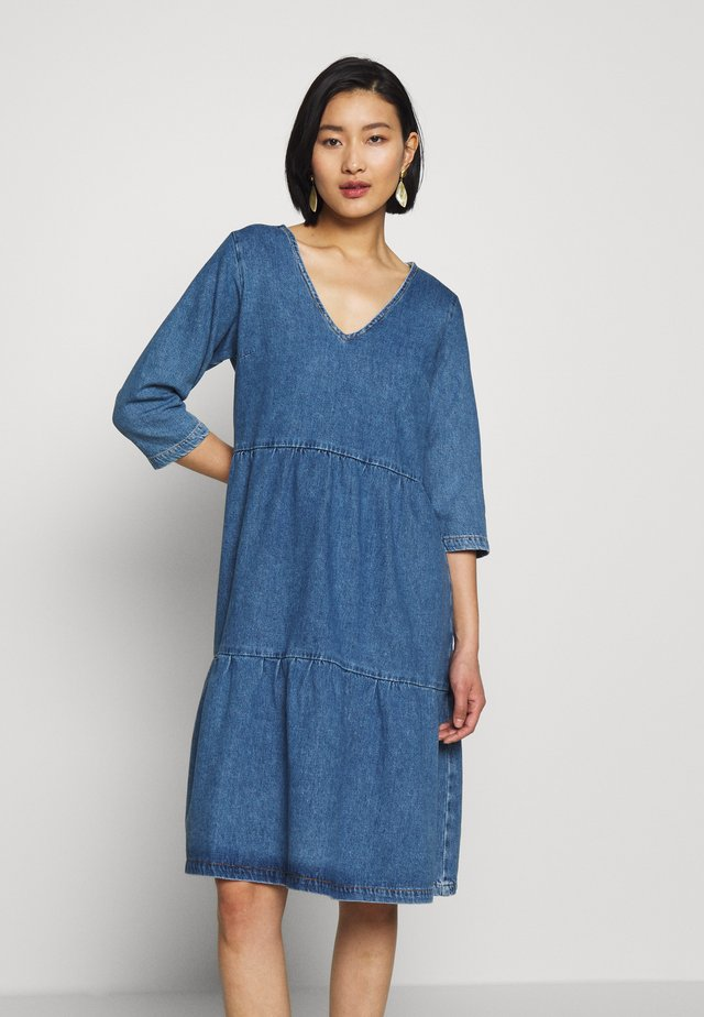 SLFALISA V-NECK MIDI DRESS - Denim dress - medium blue denim