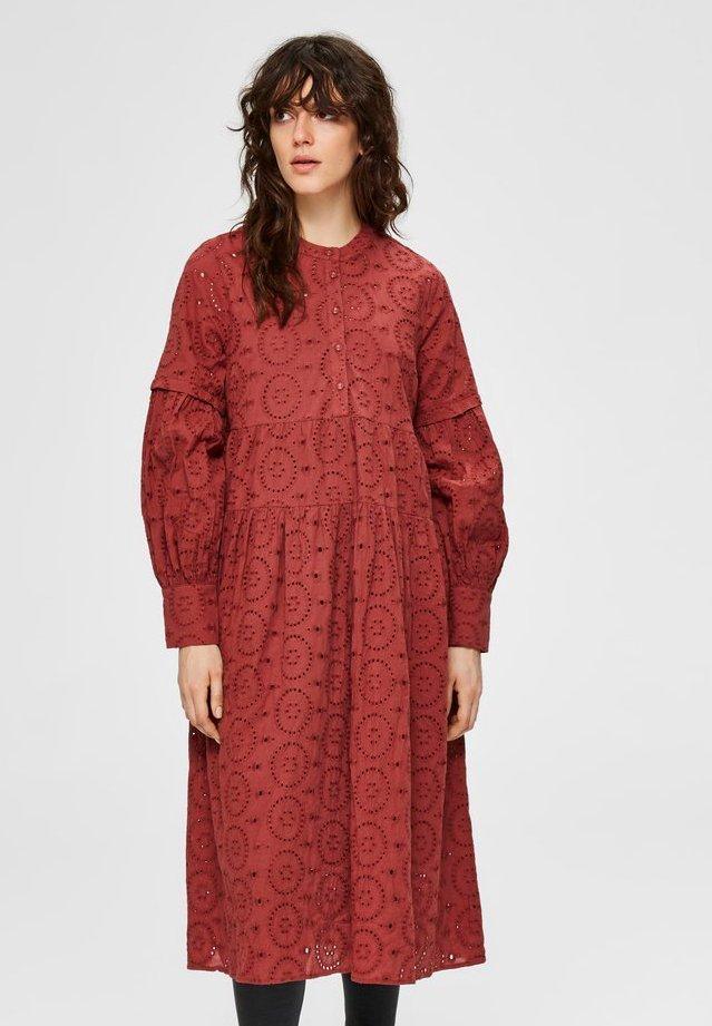 Sukienka koszulowa - mottled pink