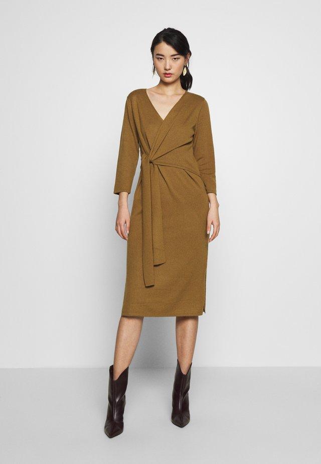 SLFNAYA WRAP TIE DRESS  - Sukienka dzianinowa - bronze brown