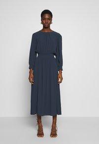 Selected Femme - SLFALLISON-VIENNA MIDI DRESS - Sukienka letnia - night sky - 0