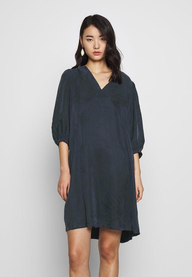 SLFSEMANTHA SHORT DRESS  - Denní šaty - night sky