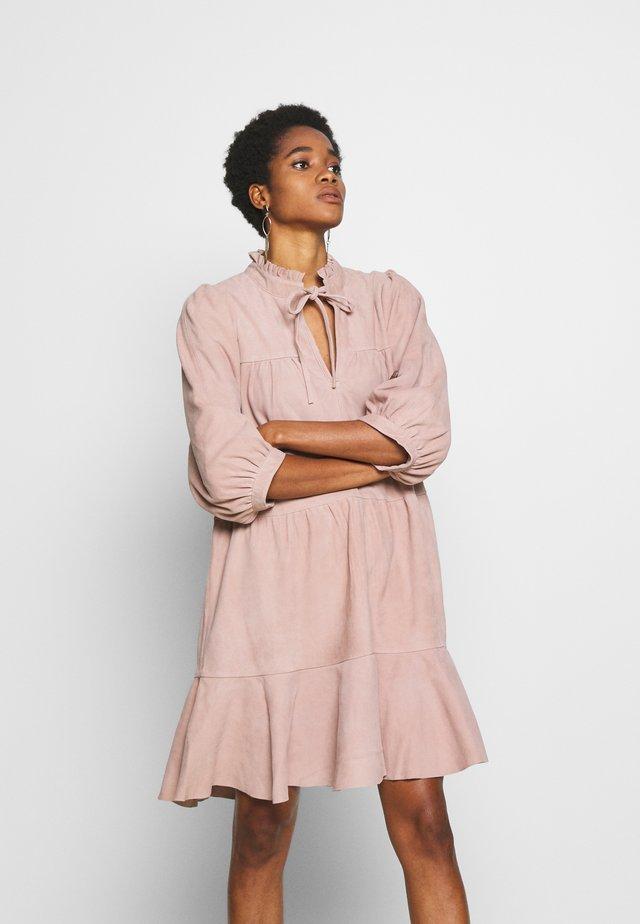 SLFLINDA DRESS - Sukienka letnia - rose
