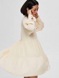 Selected Femme - Korte jurk - sandshell - 4