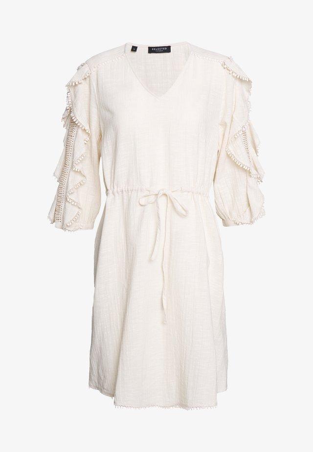 SLFJENNY 3/4 SHORT DRESS - Korte jurk - sandshell