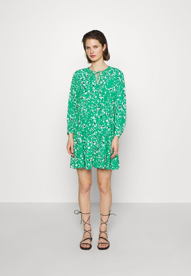 SLFREBEKKA GRACY DRESS - Vestido informal - bright green