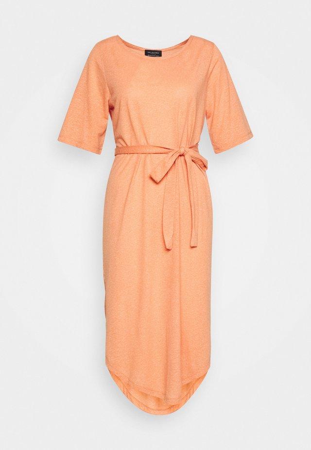 SLFIVY BEACH DRESS - Jerseyjurk - caramel